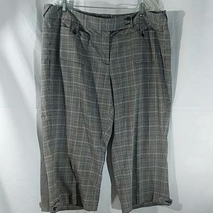 Lane Bryant Capris Size :22 Color:Gray and Mix